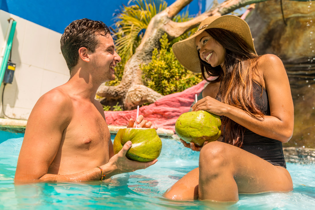 Coctail en la piscina — Isla Lizamar (Islas del Rosario, Colombia)