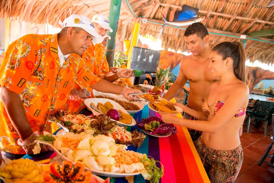 Bufete de almuerzo — Isla Lizamar (Islas del Rosario, Colombia)