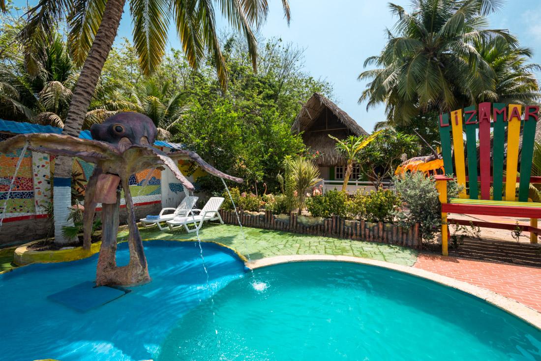 Piscina para ni os con cascada islas del rosario hotel for Pulpo para piscina